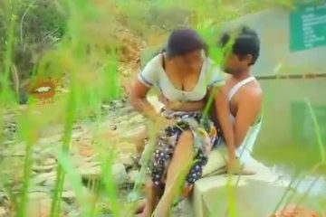 58483937_hot-mallu-aunty-boobs-pressing-outdoor-thumb
